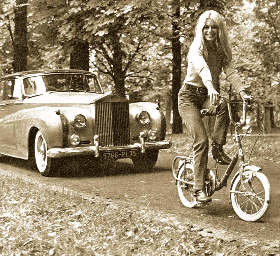 Brigitte Bardot sulla bici pieghevole Graziella