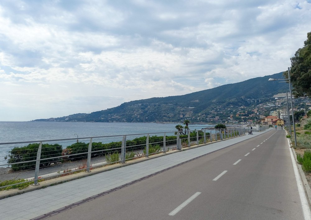 Il mare di Ospedaletti visto dalla Pista Ciclabile del Ponente Ligure